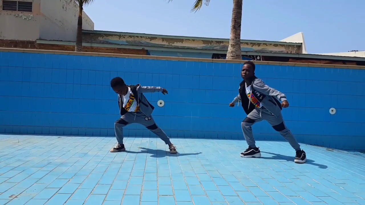 Download Wow!! Sarkodie ft Evergreen Yaaba Dance Video by The Superstarz, The world must see this