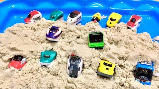 カプセルプラレール 電車 砂の中から何がでるかな? はやぶさ こまち ドクターイエロー 成田エクスプレス つばさ 山手線 ドラえもん電車