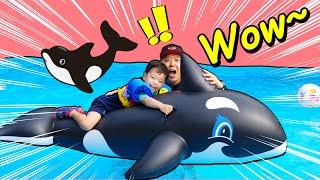 지환이가족 여행가서 돌고래튜브 타고 신나게 놀았어요 Jihwan and his family went on a trip and had fun riding a dolphin tube.