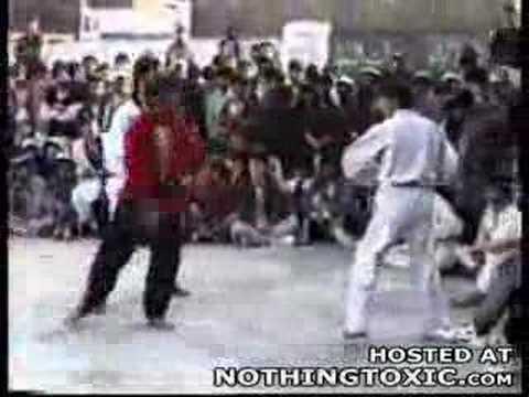 Kung Fu Master Knocks Out a Taekwondo Black Belt