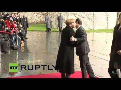 LIVE: Merkel welcomes Hollande with military honours in Berlin