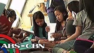 TV Patrol: Liham ng mga estudyante, dinala ng isang guro sa mga batang 'bakwit'