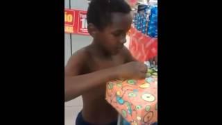 A Felicidade de um Menino ao ganhar um boneco do Hulk.
