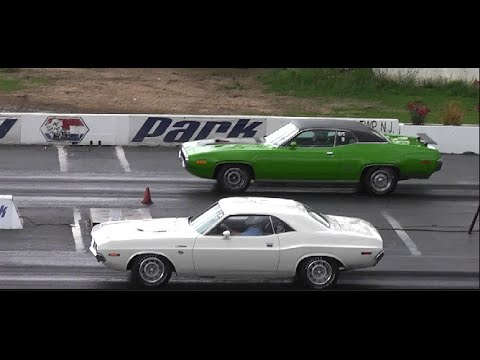 Charger Vs Challenger >> VANISHING POINT 1970 CHALLENGER 383 vs 1971 440 ROAD RUNNER - YouTube