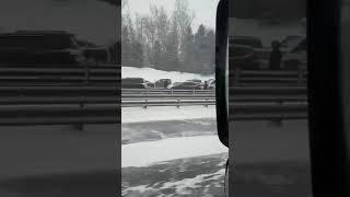Смотреть видео Массовое ДТП М2 Тула-Москва 26.01.2019 онлайн