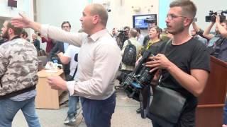 Заев во крв, пратениците од СДСМ и други нападнати во Собранието