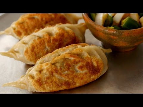 King-size kimchi dumplings (Kimchi-Wangmandu: 김치왕만두)