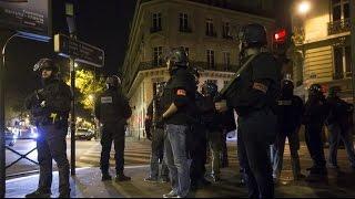 Теракты в Париже - Взрывы и стрельба на улицах / Paris Attacks - explosions and gunfire Raw video(13.11.15 Улицы Парижа - стрельба, взрывы, звуки сирен полиции. Видео снятое прохожими. Ставьте лайки и подписыва..., 2015-11-14T09:40:36.000Z)