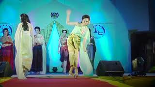 Beauty Queen STUMBLES in platform shoes during a Thai Beauty Pageant (February 2015)