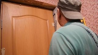 Собираем и монтируем дверь с помощью лишь  топора