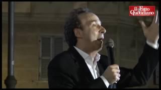 Benigni ricorda Troisi: aneddoti su 'Non ci resta che piangere'. E gli dedica una poesia