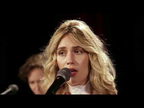 Lola Kirke at Paste Studio NYC live from The Manhattan Center