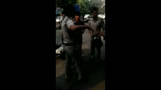 Angry police officers Delhi police ki gundagardi 🚓   👮 beat and abuse  in  C.p