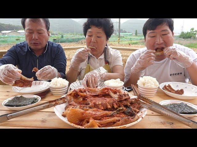 가마솥에 푹 익힌 [[묵은지 등갈비찜(Braised pork back ribs with ripened kimchi)]] 요리&먹방!! - Mukbang eating show