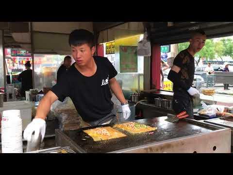 Making omelets at the market in Mudanjiang, China