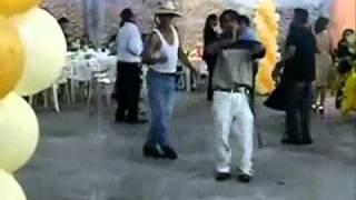 dos locos bailando