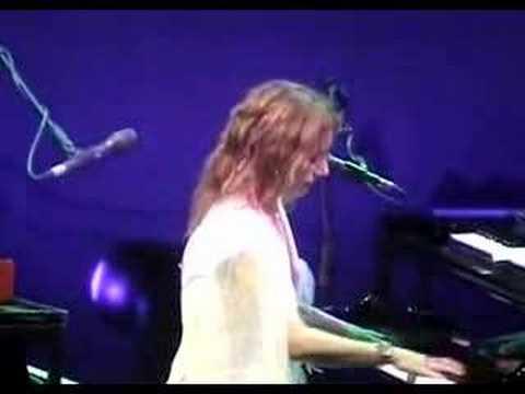 Tori Amos-Houston-04-27-03 =15= Space Dog