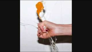 Watch Yeah Yeah Yeahs Hysteric video