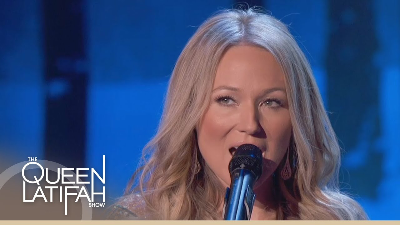 Jewel Performs 'The Christmas Song' (Chestnuts Roasting on An Open ...