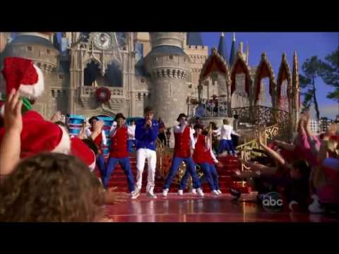 Justin Bieber - Santa Claus is coming to town (Disney's Magical Holiday Celebration)