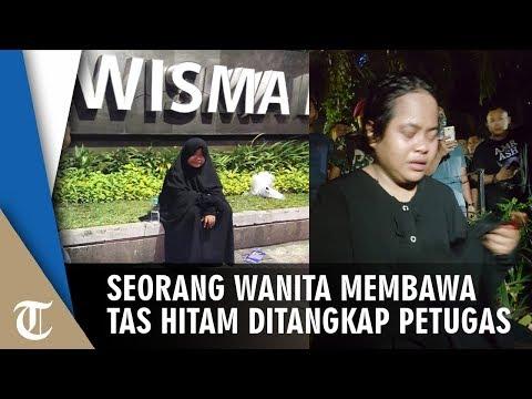 Identitas Wanita Berbaju dan Tas Hitam yang Ditangkap di Depan Gedung Bawaslu