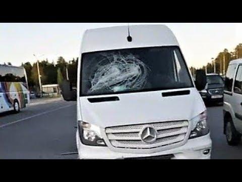 В Сургуте неизвестные в масках разбили микроавтобус иногороднего бизнесмена