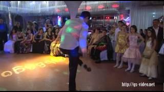 Крутые цыганские танцы-парни показывают класс