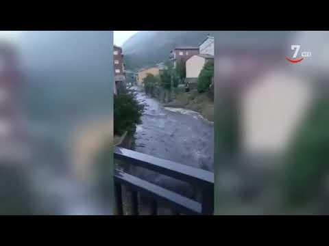 El río se desborda en la localidad abulense de Burgohondo y anega dos sótanos