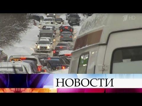 Спасатели, военные и коммунальщики общими силами вызволяют Саратов из снежного плена.
