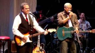 No te vayas ahora - Pedro Castillo (Aditus) y Frank Quintero (en Vivo - Subtitulos Español)