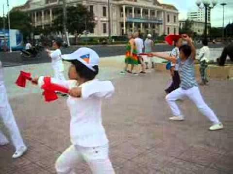 Thể dục Dưỡng sinh quạt Nha Trang sáng 4 12 2012