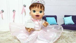 BABY ALIVE SARA COMILONA SE ARRUMANDO PARA O CASAMENTO!BABY ALIVE DAMA DE HONRA!