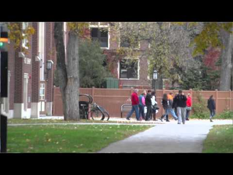 University of North Dakota Students Lead Prospective Students on Campus Tours