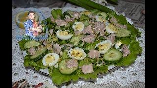 Простой салат из печени трески и огурцов