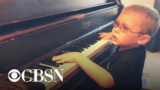 """Blind 6-year-old piano prodigy goes viral for """"Bohemian Rhapsody"""" cover"""
