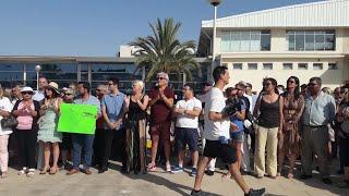 Unas 100 personas se concentran en Palma en defensa del turismo de cruceros