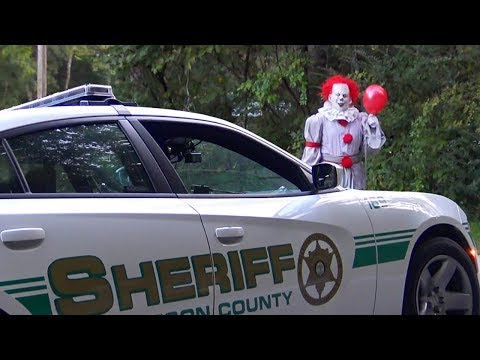 Pennywise The Dancing Circus Clown Halloween Prank (Cops Called)