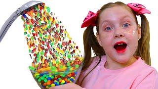 Маленькая Настя хочет конфеты или Волшебный душ из m&m's и жвачек