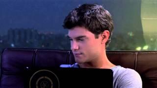 Vilu le canta a Diego desde la compu | Momento Musical | Violetta