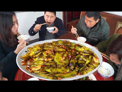 """【超小厨】5斤青椒,做正宗""""虎皮青椒"""",配大盘粉蒸肉,小厨煮米饭,绝对管饱!"""