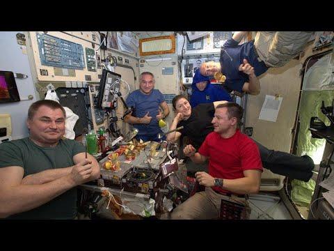 شاهد: في سابقة هي الأولى مائدة محطة الفضاء الدولية عامرة بالطعام الإماراتي…  - نشر قبل 7 ساعة