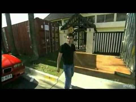 Australian man fights TV reporter