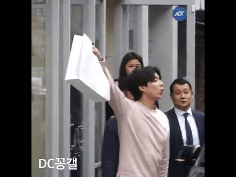 Gong Yoo Was Pulled Away by Bodyguards After He Bragged to His Fans About His Shopping Purchases