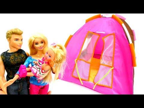 Spiel mit Puppen - Barbie und ihre Familie gehen Zelten