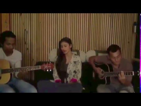 Mouni Roy singing Galliyan song  backstage sing  For India's Got Talent Season 6-Watch Latest Video