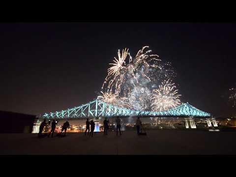 "#375MTL Jacques Cartier Bridge Lighting (with Sigur Ros ""Glosoli"")"