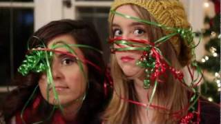 Смотреть клип Megan And Liz - It'S Christmas Time