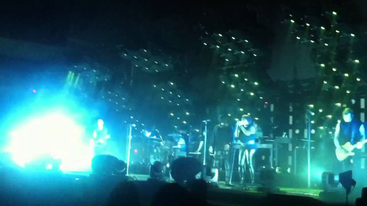 Nine inch nails - Cleveland live 10/5/13 while i\'m still here - YouTube