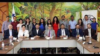 Estudiantes becados firman carta compromiso con la UTP
