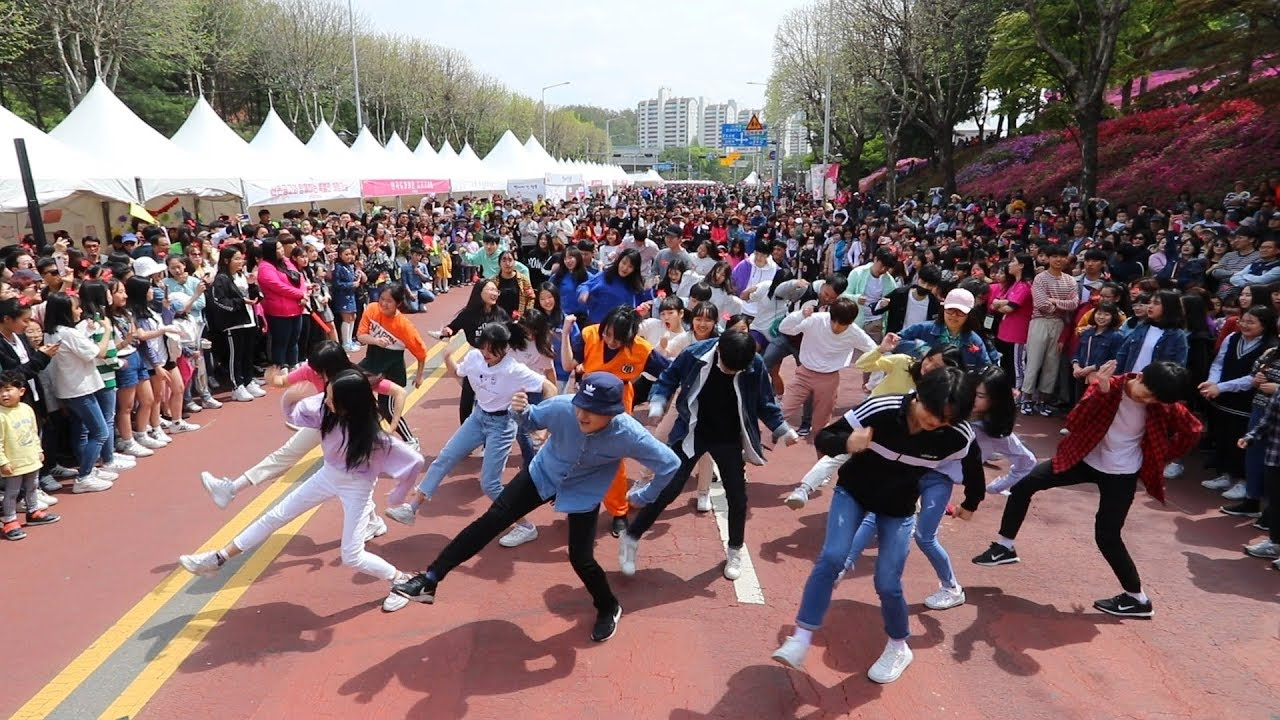 This is the first Random Play Dance in Metropolitan area! GUNPO, Korea